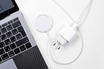 Зарядные станции MagSafe и MagSafe Duo от компании Apple.